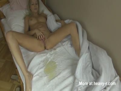 Gi-Gi reccomend girl pissing bed