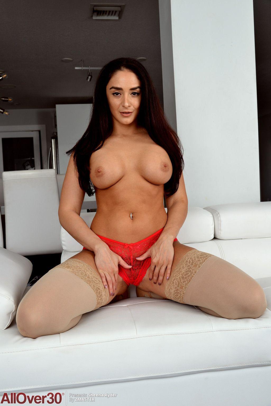 Big nude latina mums