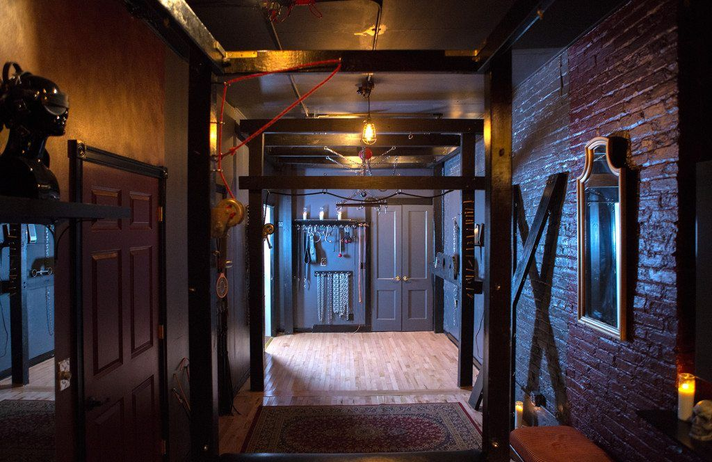 Tabasco reccomend Bdsm dungeon for rent Naked Gallery 2019