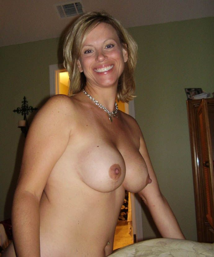 Wife pic nude Dirty Housewives