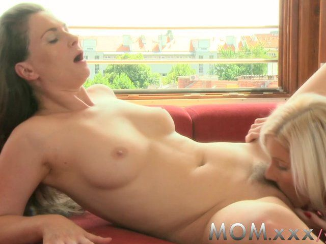 Likes pussy wife eating Girl Eats